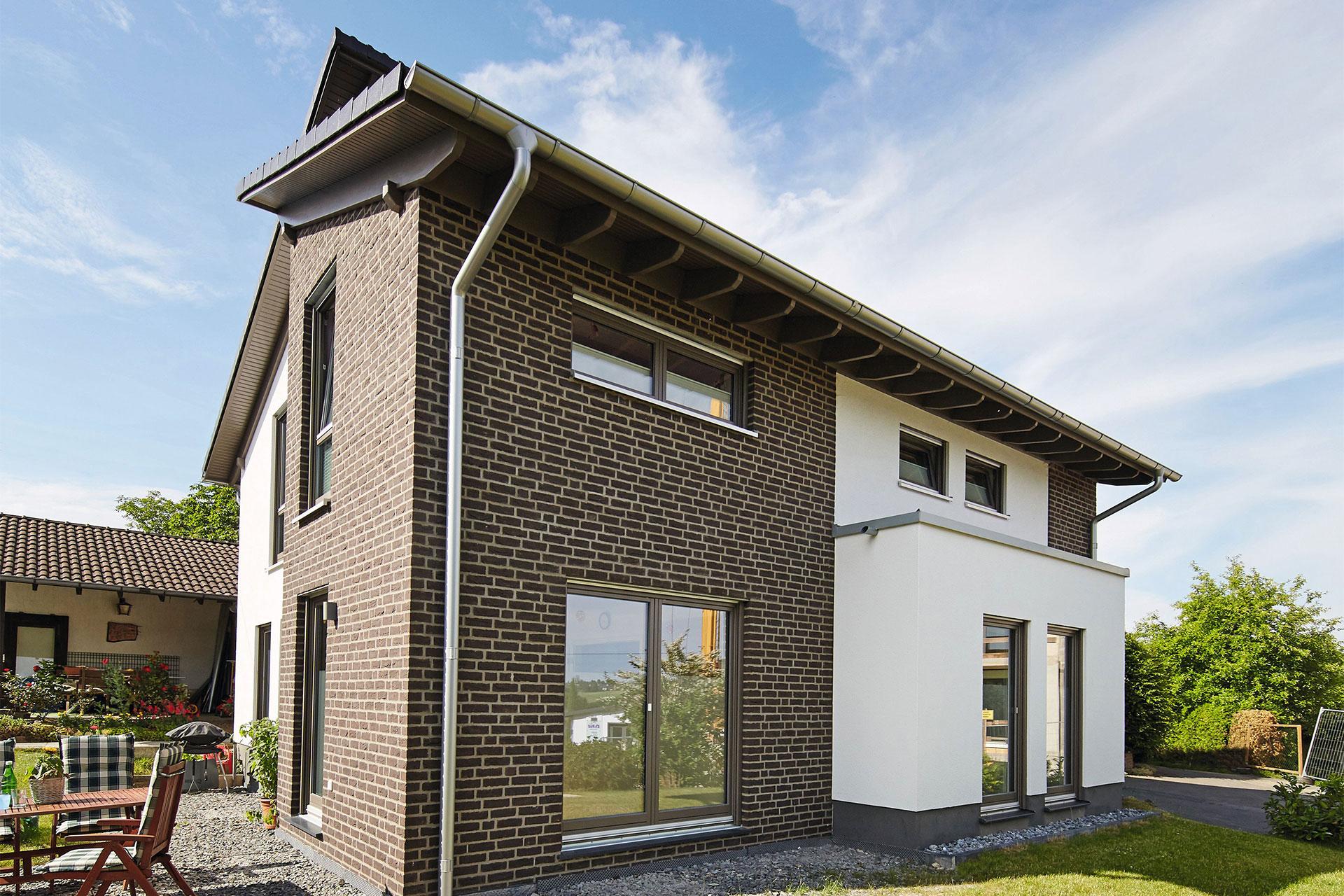 Haus mit einliegerwohnung anbau  GUSSEK HAUS - Finkenberg