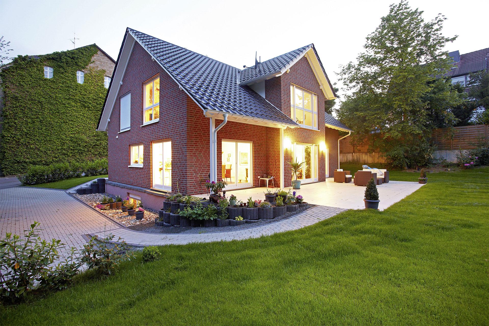 einfamilienhaus individuell geplant modell grunau ein fertighaus von gussek haus. Black Bedroom Furniture Sets. Home Design Ideas
