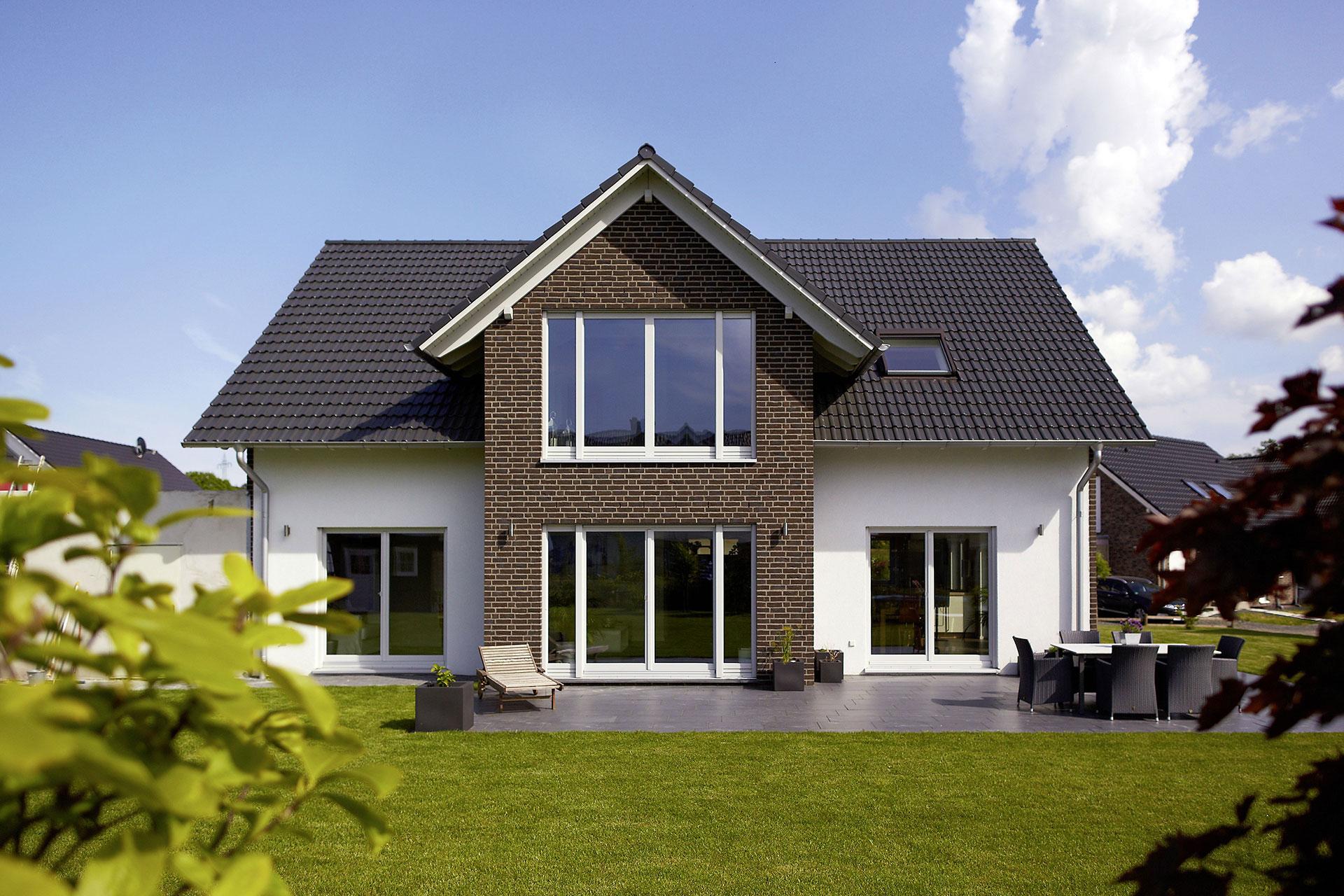 Energieeffizientes einfamilienhaus individuell geplant for Einfamilienhaus satteldach