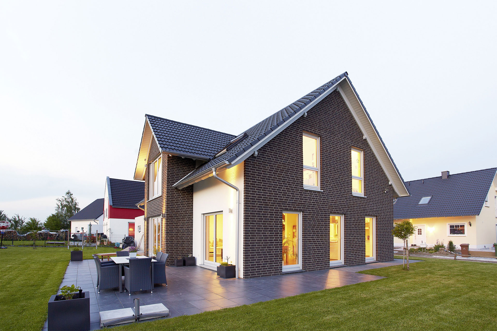 energieeffizientes einfamilienhaus individuell geplant modell sanderau ein fertighaus von. Black Bedroom Furniture Sets. Home Design Ideas