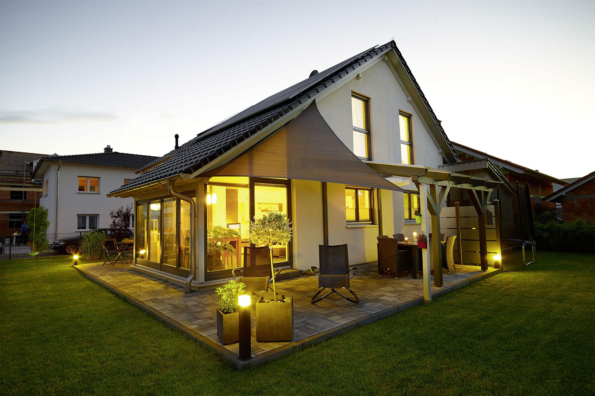 einfamilienhaus mit wintergarten ma geschneidert modell sonnenh gel ein fertighaus von. Black Bedroom Furniture Sets. Home Design Ideas