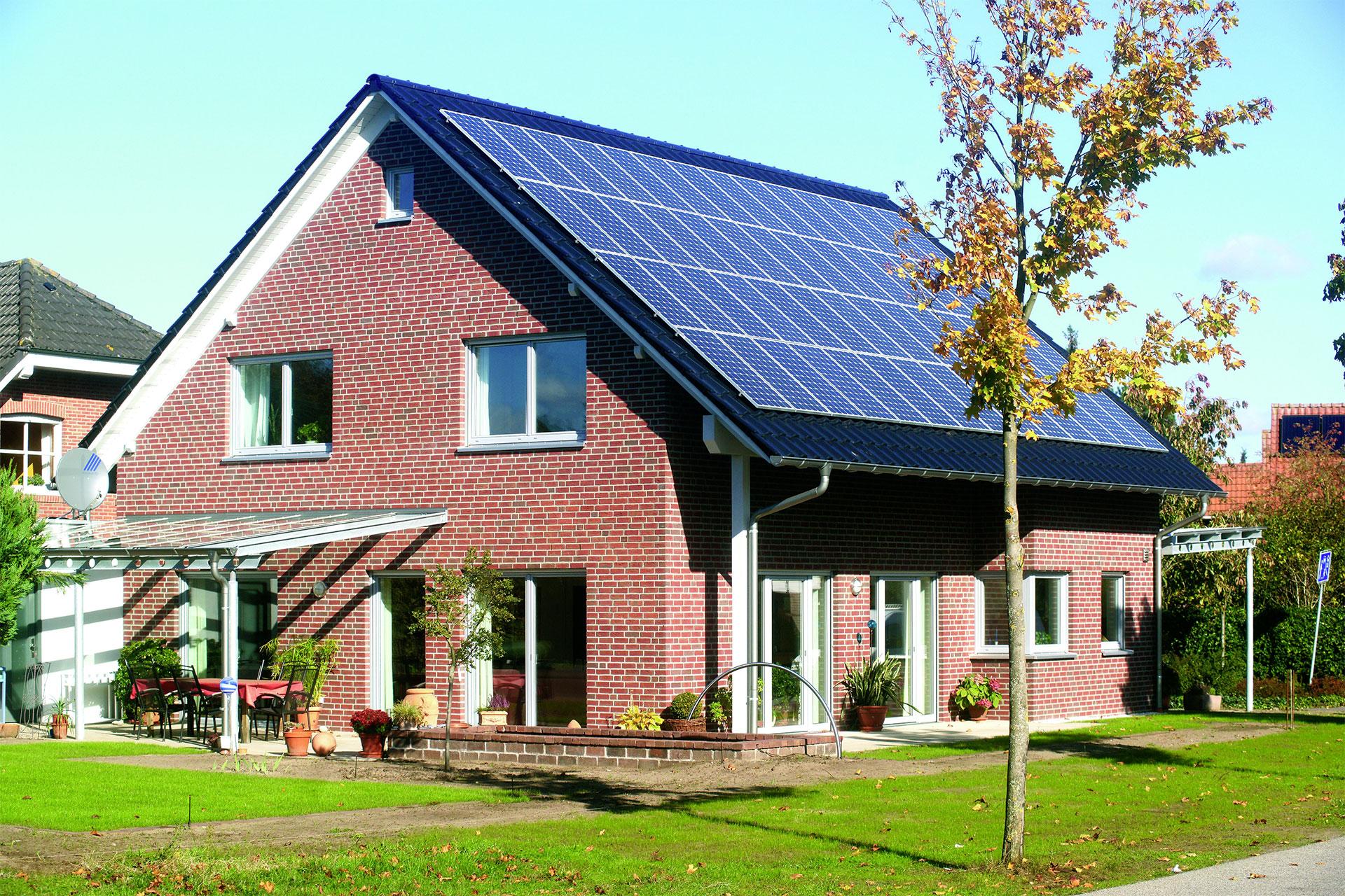 schlichtes energiegewinnhaus ma geschneidert frensdorf energieeffizienz ein fertighaus von. Black Bedroom Furniture Sets. Home Design Ideas