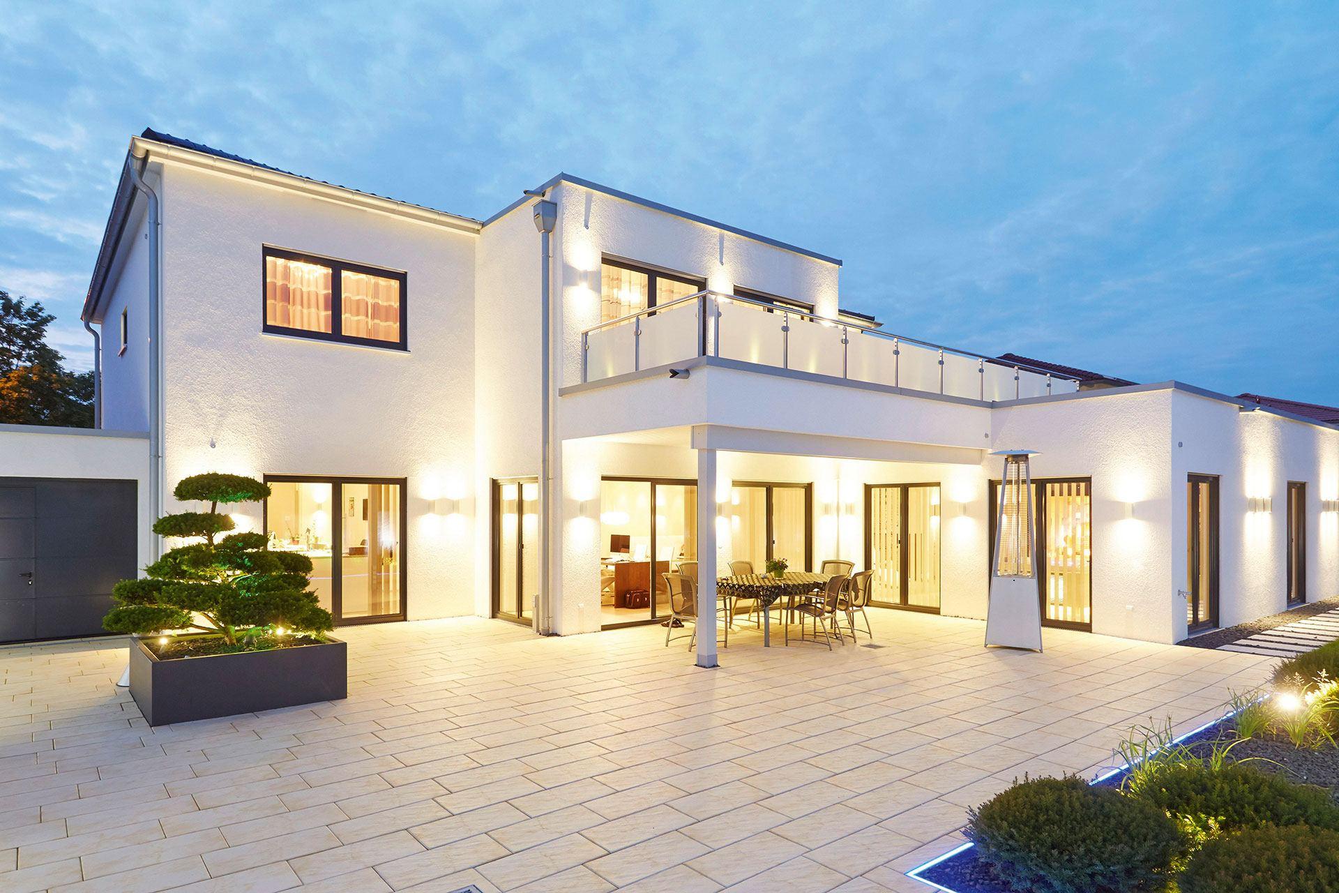 Stadtvilla modern mit erker for Haus mit erker modern