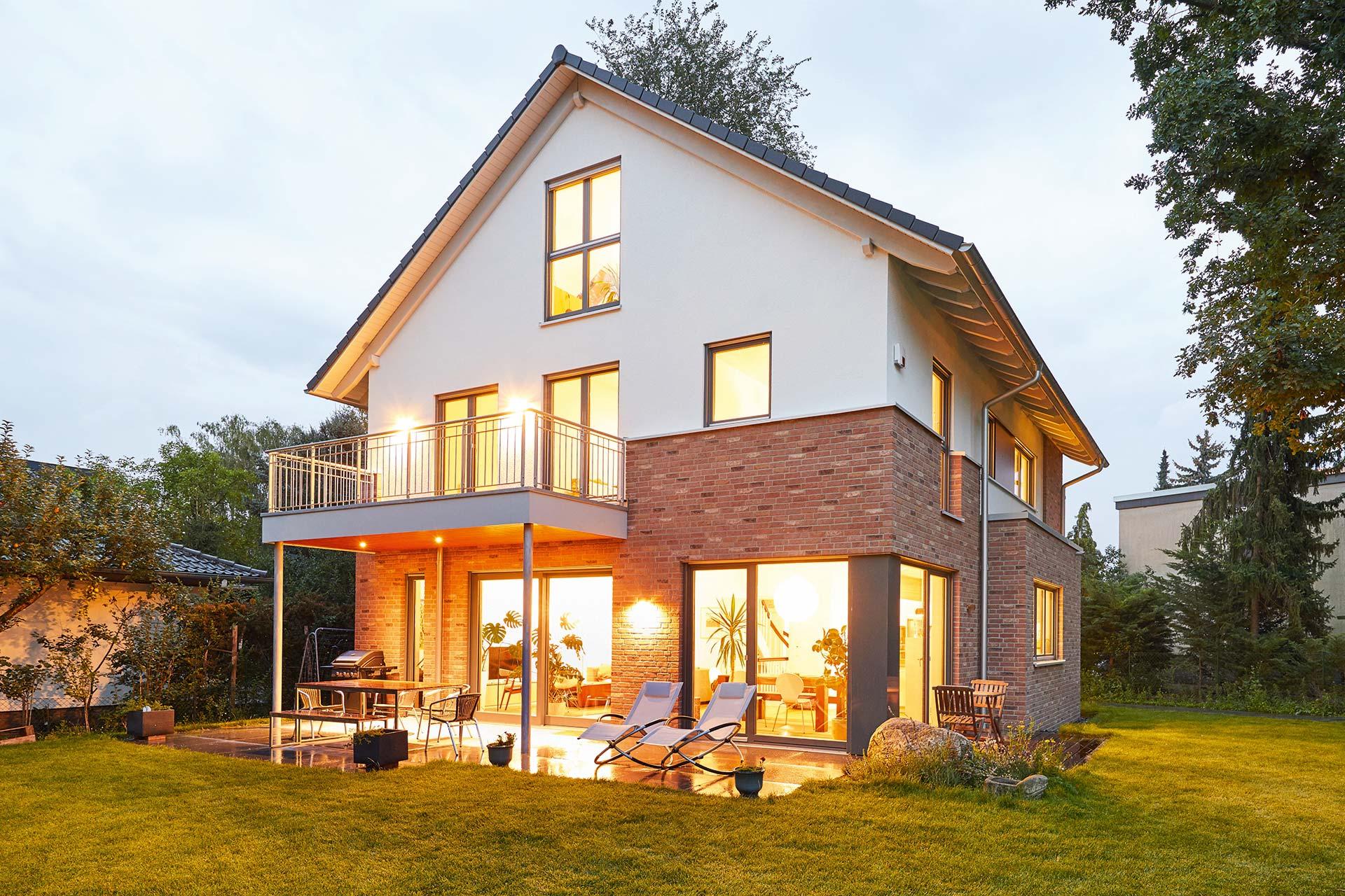 ein traumhaus f r die ganze familie vom keller bis zum dachgeschoss bietet dieses gussek haus. Black Bedroom Furniture Sets. Home Design Ideas